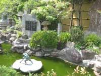炎天寺境内の池