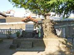 境内社浅間神社と三峰神社
