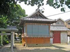 六月八幡神社神楽殿