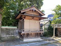柳原稲荷神社神楽殿と境内社