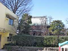 宝蔵寺本堂と幼稚園