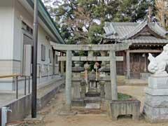 境内社水神社など