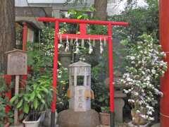 三崎稲荷神社百度石