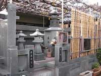 唐泉寺遍照の塔