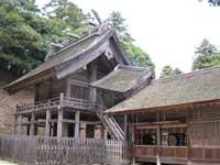 神魂神社拝殿左から