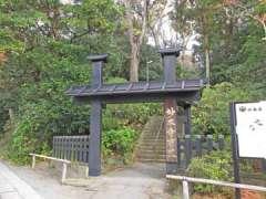 妙本寺方丈門