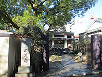 久遠寺山門