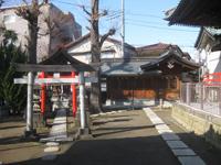 大戸神社稲荷社と寶物殿・庚申塔