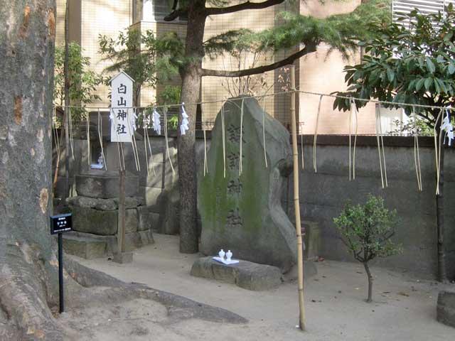境内社白山神社・諏訪神社