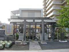 境内社稲荷神社と下浅間神社