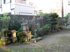 富賀岡八幡宮石造物