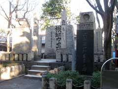 富岡八幡宮横綱力士碑