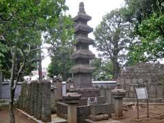 円融寺日源上人五重石塔