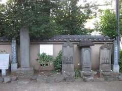 行人坂敷石造道供養碑と庚申塔