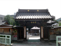 覚林寺参道