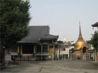 慈眼寺本堂とパコタ