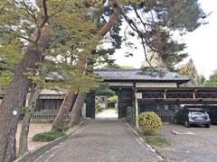 三宝寺長屋門