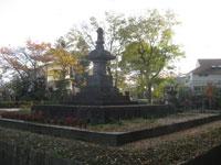 芳心院墓所の万両塚