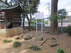 瓦葺氷川神社力石