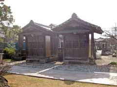 蓮華寺稲荷堂と日朝堂