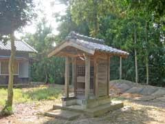 境内社目神社
