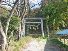 河輪神社参道と一鳥居