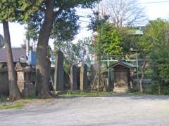 鴻神社石塔群
