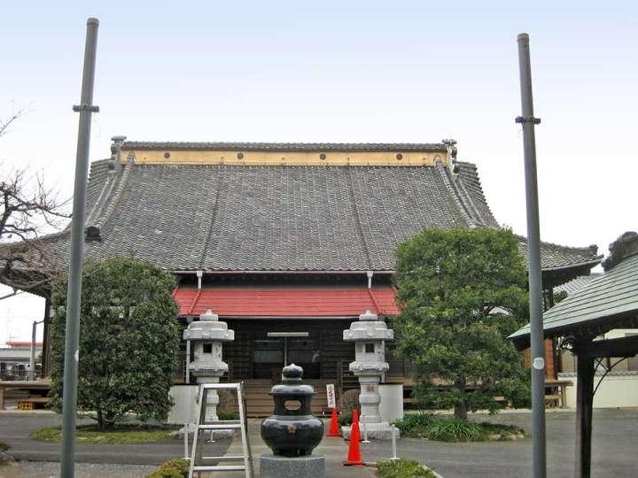 成就院。熊谷市肥塚にある真言宗智山派寺院、肥塚氏供養板石塔婆、古塚古墳石棺