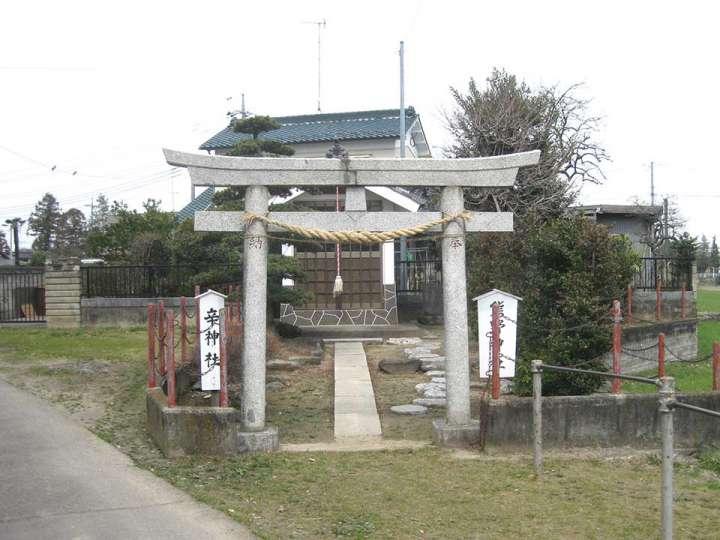 肥塚伊奈利神社。熊谷市肥塚の神...