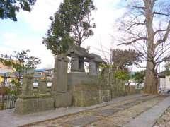 富足神社境内石塔群