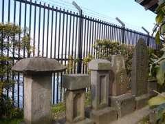 蓮沼稲荷神社石塔