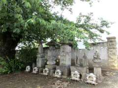 常楽寺石塔群