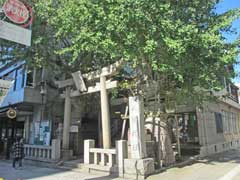 誕生八幡神社鳥居
