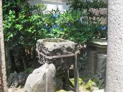 稲荷鬼王神社水鉢