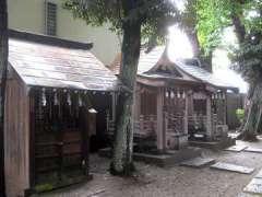 境内社八幡神社と白髭神社