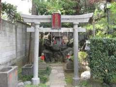 境内日吉稲荷神社