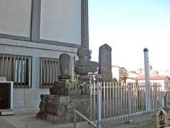 本妙寺明暦大火供養塔
