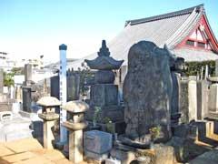 本妙寺遠山金四郎景元墓