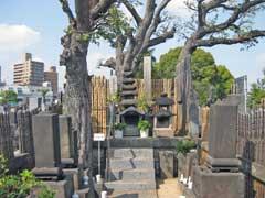 お岩様墓所
