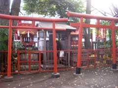 笠のぎ稲荷神社稲荷社と板碑