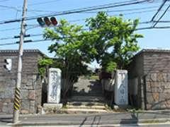 寶袋寺山門